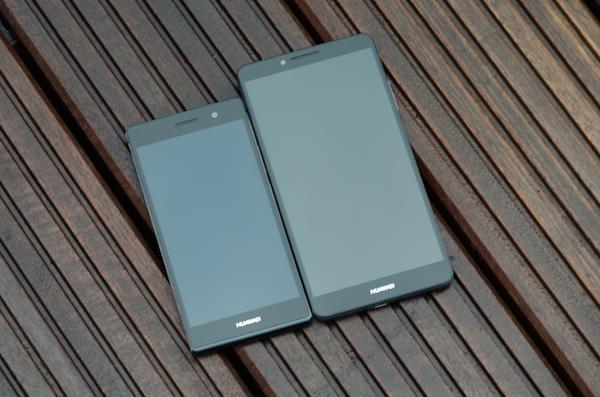 Два флагмана: Ascend P7 с 5-дюймовым экраном слева, старшая модель Ascend Mate 7 с 6-дюймовым экраном справа