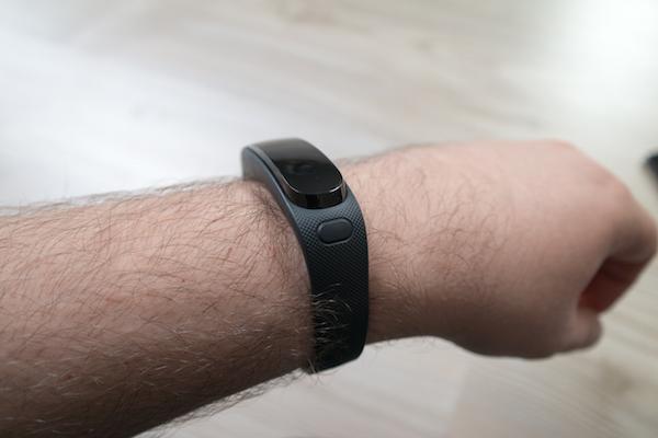 SmartWatch или фитнес-трекер? У TalkBand B1 доступны функции из двух миров