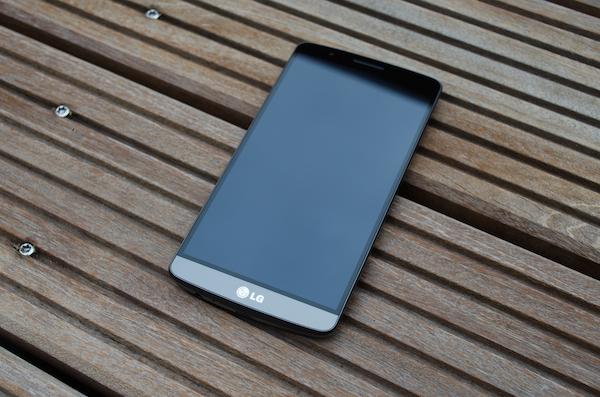 Обновлённый дизайн LG G2
