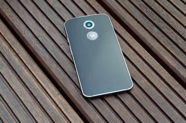 Внутри используется SoC собственной разработки, но на этот раз на основе Snapdragon 801