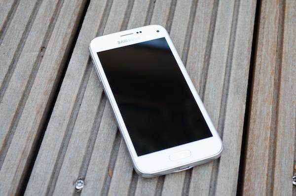 Galaxy Mini S5: типичный дизайн Samsung с хорошим качеством изготовления и функциональностью старшего Galaxy S5