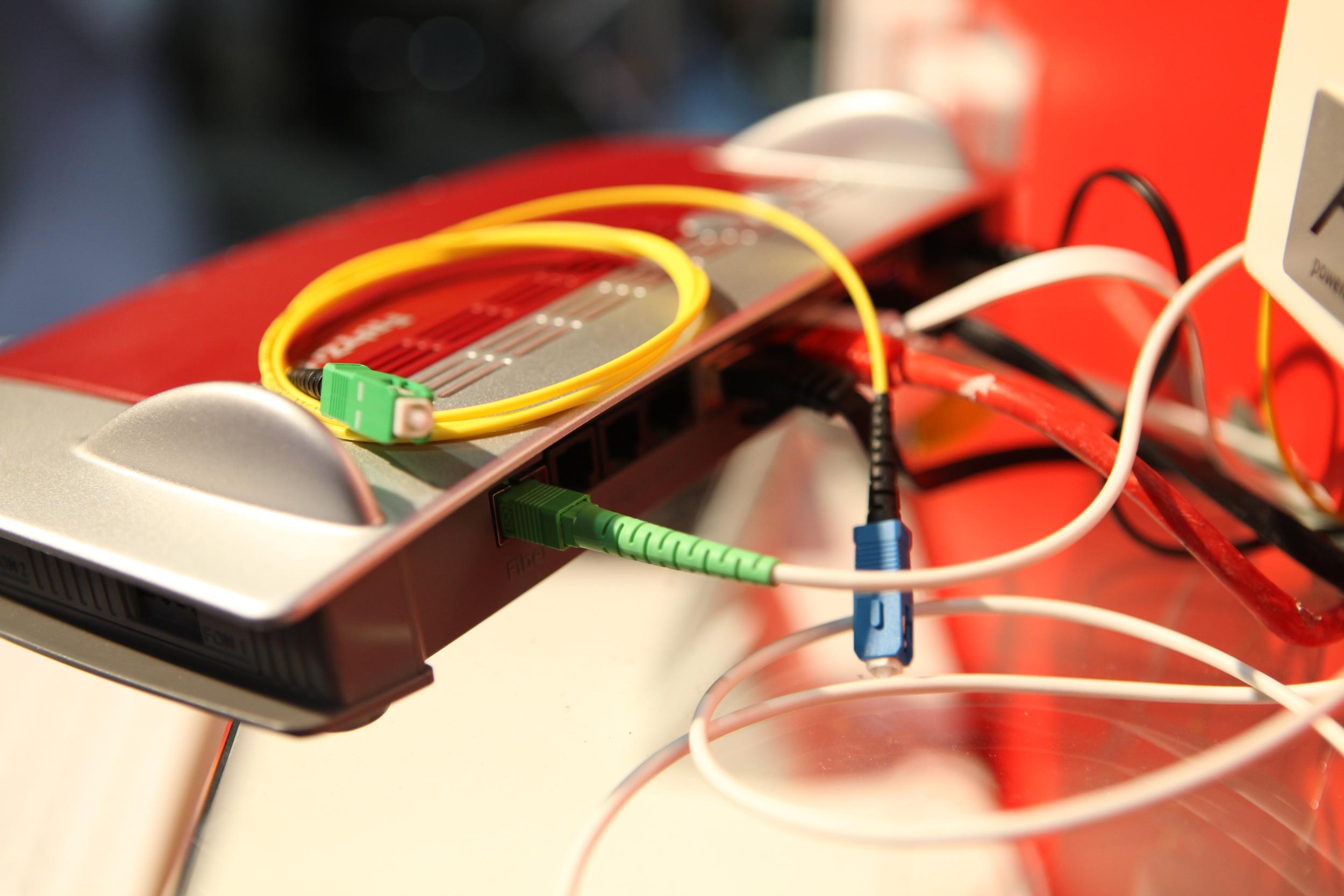 AVM zeigt Glasfaser- und SuperVectoring-FRITZ!Box auf der FTTH Conference
