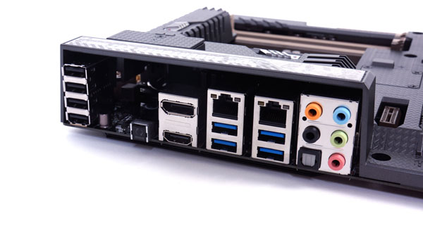 Das I/O Panel des Sabertooth Z97 Mark I